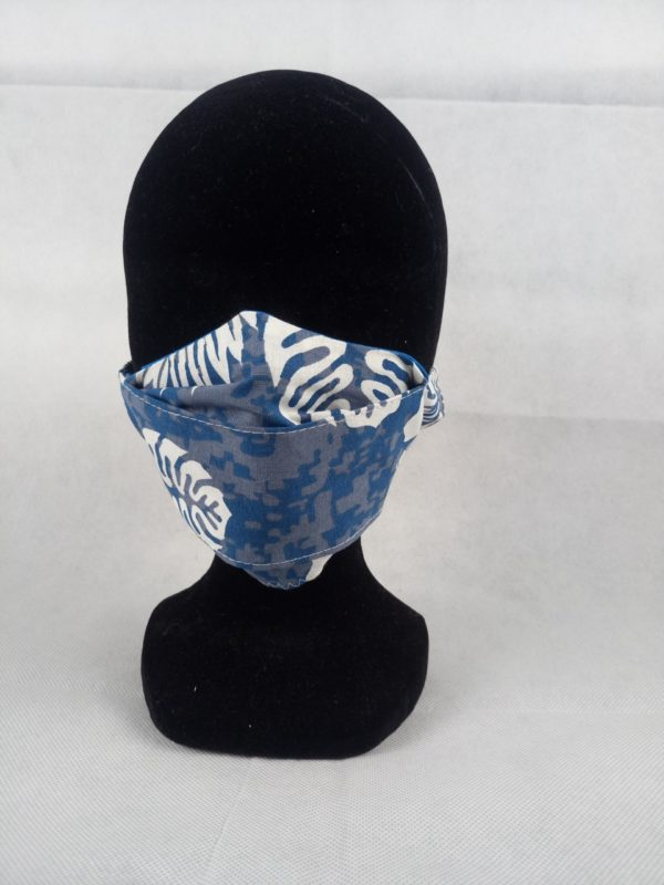 DSC 1599 scaled 600x800 - Masque en tissu bleu