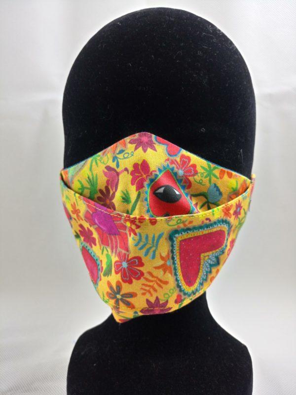 masque en tissu fleuri jaune et orangé, lavable, réutilisable et confortable