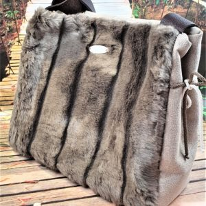 Sac fourrure taupe BERENICE 300x300 - Collection Automne Hiver