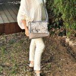 Sac bandouliere gris Kate porte 150x150 - Sac bandoulière gris KATE