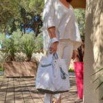 Sac en jean blanc Gabrielle en mouvement 150x150 - Sac en jean blanc GABRIELLE