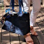 Sac en jean brut bleu Cleo en mouvement 150x150 - Sac en jean brut bleu CLEO