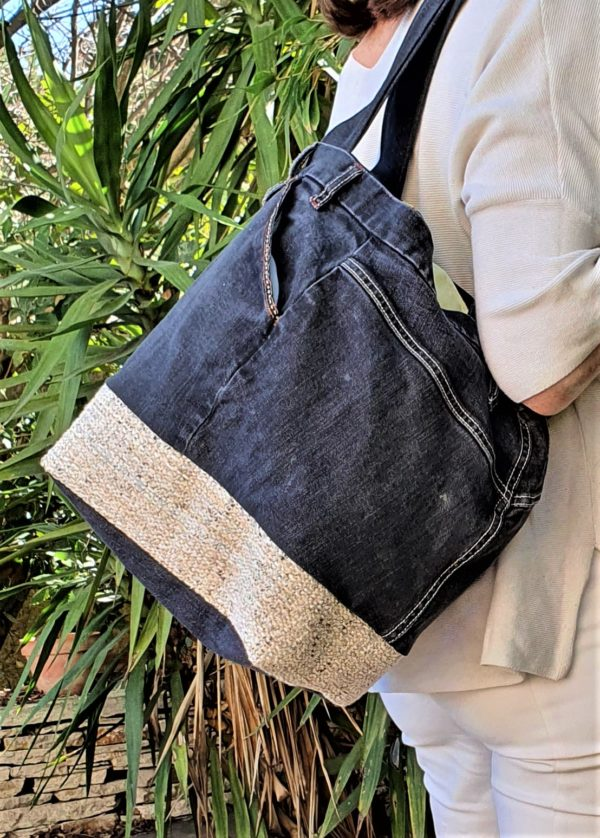 Sac en jean noir et beige Kalinka, pièce unique de créateur fabriquée à Montpellier