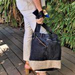 Sac en jean noir et beige Kalinka porte 150x150 - Sac en jean noir et beige KALINKA